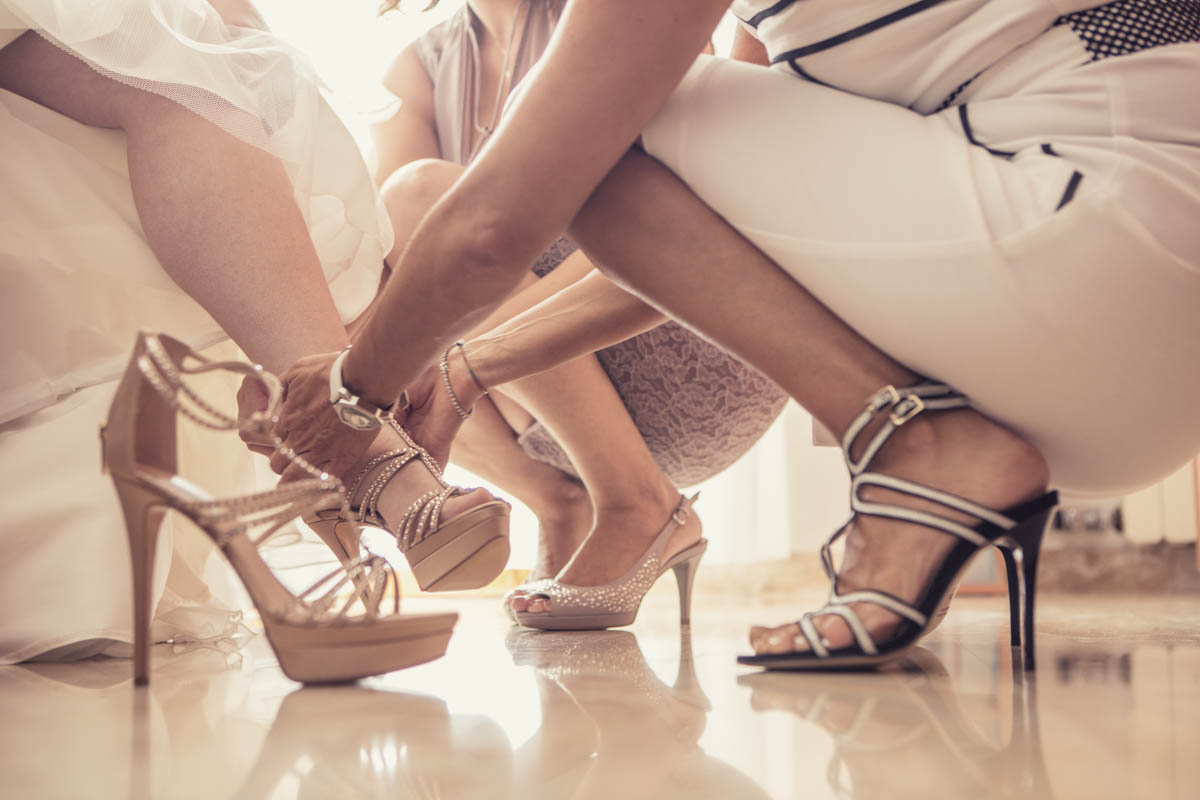 Jimmy Choo shoes. Specializing in destination wedding & elopement photography. Arte Erotica, Fashion, Boudoir,Foto Glamour, Nude Art PhotographyFor beautifully detailed photos. Professional wedding photographer