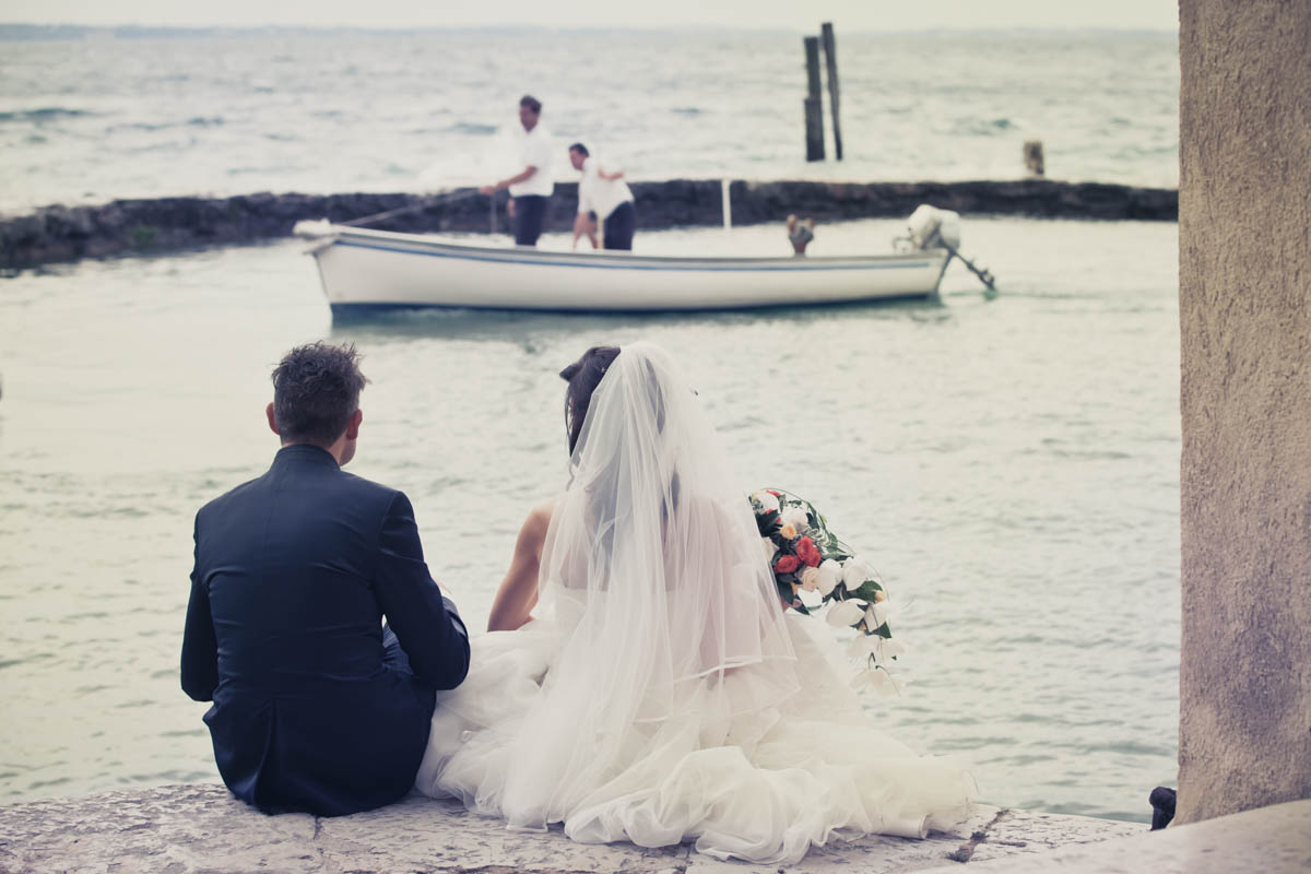 Wedding photo services. wedding photographer. We specialize in wedding reportage and we create spontaneous photos not posing. Bardolini, Torri del Benaco, lake Garda