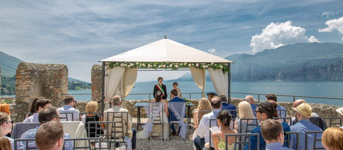 Professional wedding photographer. Wedding at the Scaliger Castle of Malcesine on Lake Garda