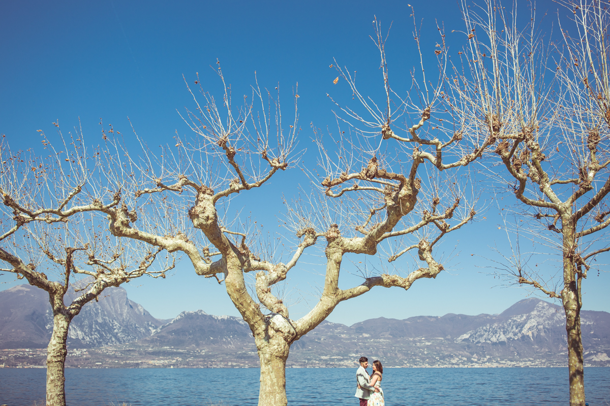 Love escapes in Torri del Benaco on Lake Garda, photo by GianLuigi Pasqualini Torri del Benaco - GLPSTUDIO Photographer for weddings and lifestyle in Verona and Lake Garda