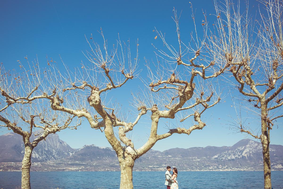 Love escapes in Torri del Benaco on Lake Garda, photo by GianLuigi Pasqualini Torri del Benaco - GLPSTUDIO Photographer for weddings and lifestyle in Verona and Lake Garda