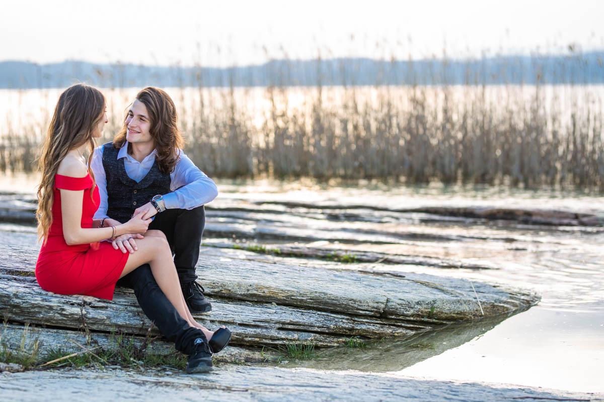 Professional wedding photographer - Photo shoot of a love escape in Sirmione, Lake Garda, Brescia