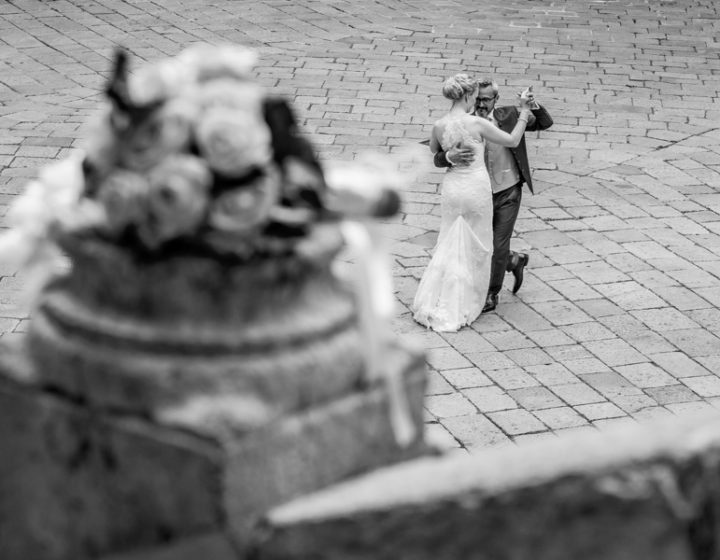 Spouses dance in Verona, the city of love