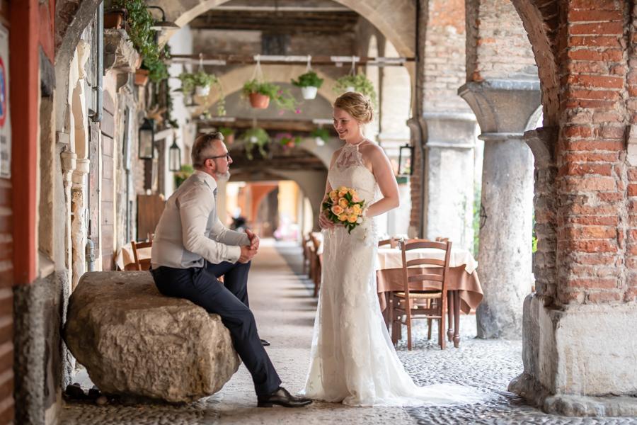 Sposi in Via Sottoriva a Verona, città dell'amore