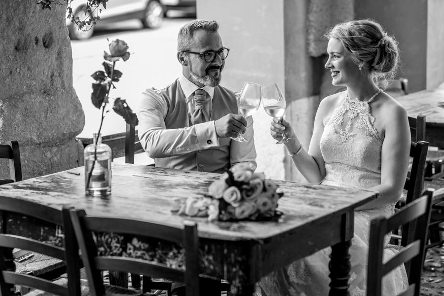 Spouses in Via Sottoriva in Verona, city of love