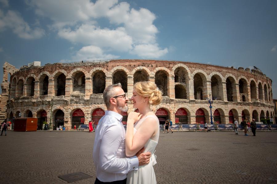 Fotografo matrimoni a Verona, sul Lago di Garda - Sposi presso L'Arena di Verona - Fotografo matrimonio Verona