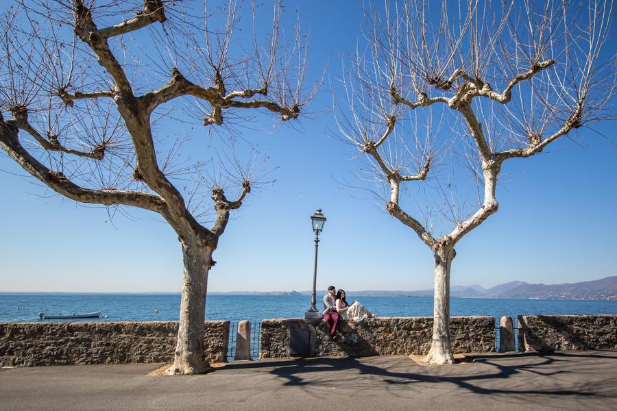Professional wedding photographer, couple of lovers in Torri del Benaco, photo by Gian Luigi Pasqualini