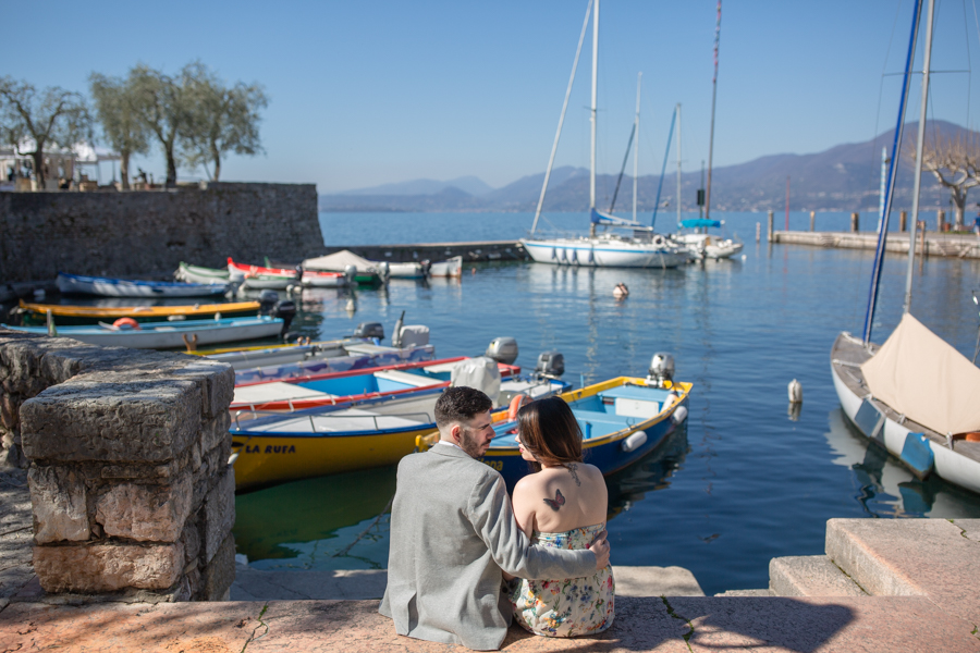 Professional wedding photographer. Love escapes in Torri del Benaco on Lake Garda, photo by GianLuigi Pasqualini