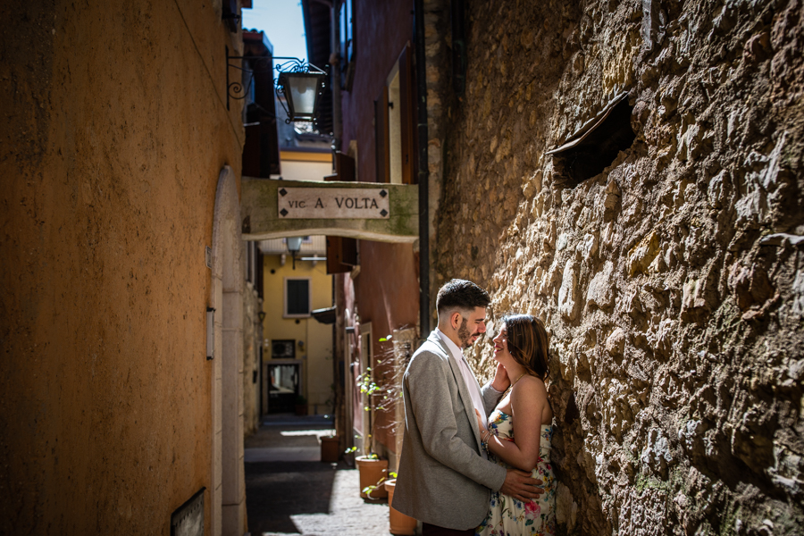 Professional wedding photographer. Love escapes in Torri del Benaco on Lake Garda, photo by Gian Luigi Pasqualini