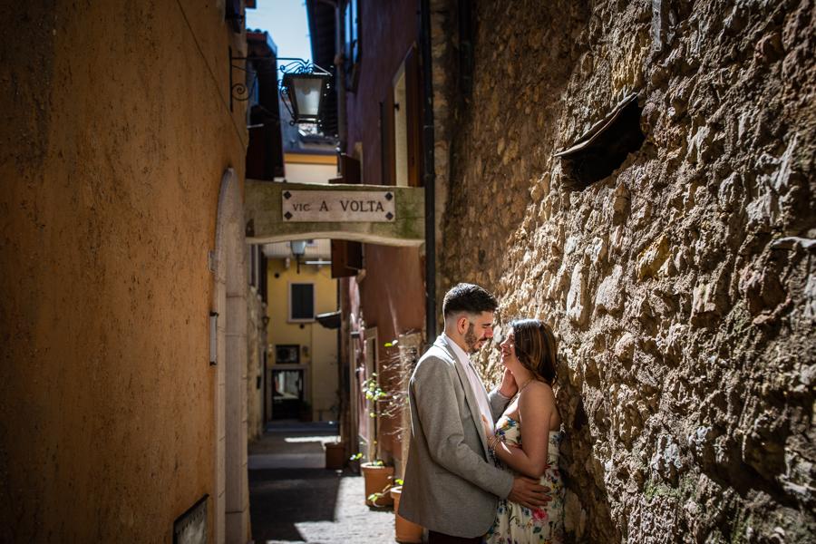 Professional wedding photographer. Love escapes in Torri del Benaco on Lake Garda, photo by Gian Luigi Pasqualini