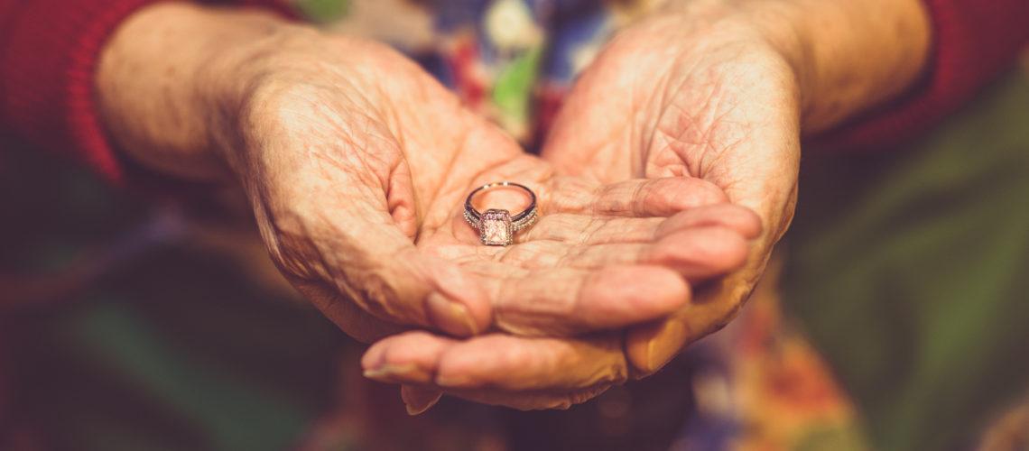 Anelli di fidanzamento fedi nuziali, foto e video reportage di matrimonio cerimonia fidanzamento fotografo sposi wedding