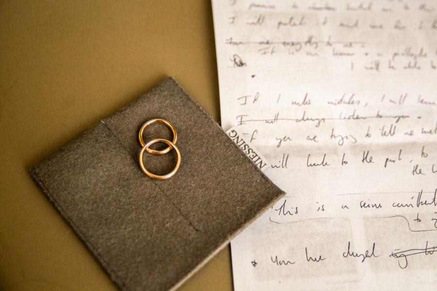 Anello di fidanzamento fede nuziale, foto e video reportage di matrimonio fidanzamento ritratti fotografo sposi nozze cerimonie eventi wedding Lazise Verona lago di Garda Italy