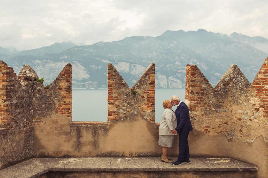 Romantic Wedding Anniversary With Photoshoot at Lake Garda